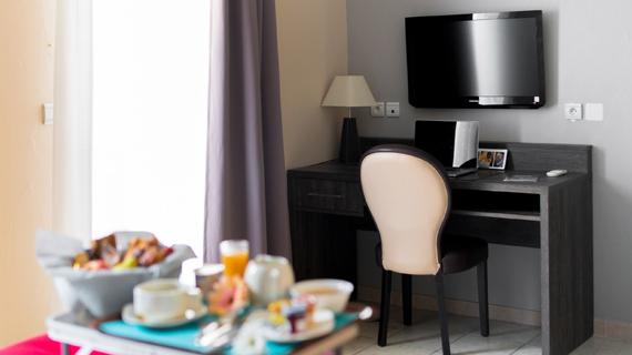 Hôtel Ariane Istres chambres 3 étoiles avec piscine Ariane Istres suite junior