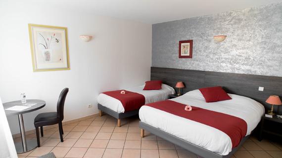 Hôtel Ariane Istres chambres 3 étoiles avec piscine Ariane Istres chambre club